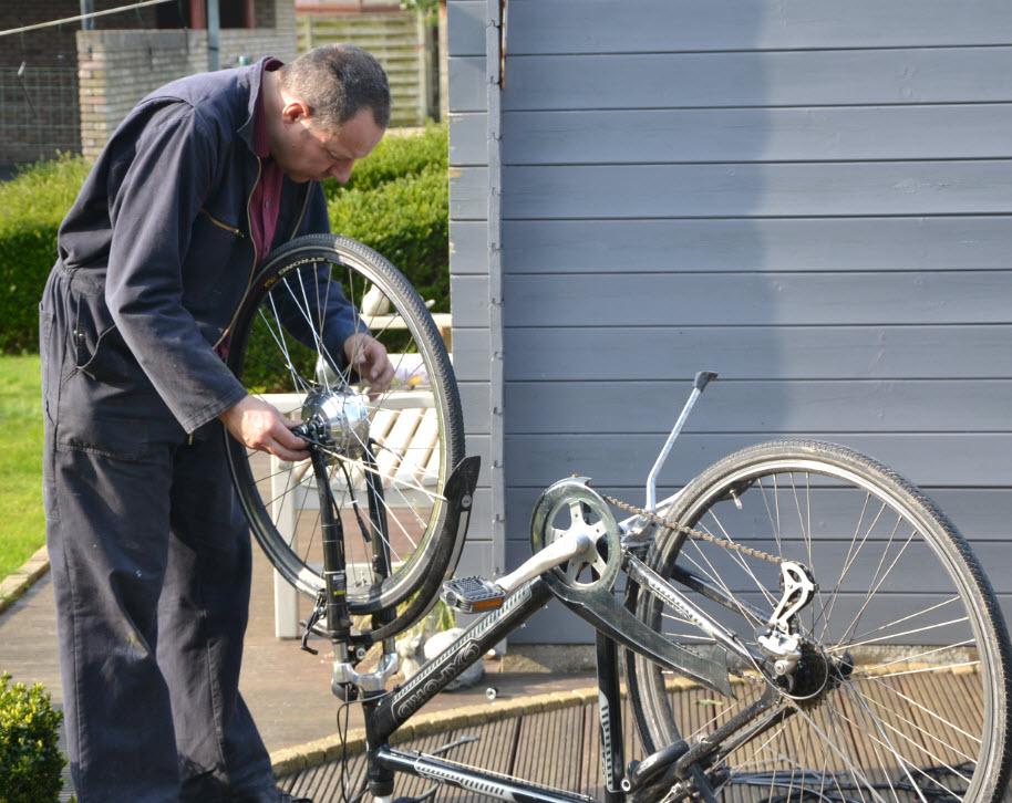 Voorwiel elektrische fiets demonteren